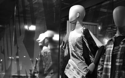 Originalità o Semplicità? Le basi per una vetrina di abbigliamento perfetta!